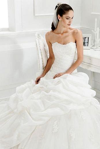 オフホワイトのイギリスドレス