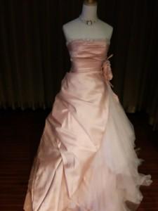 サーモンピンクのAラインドレス